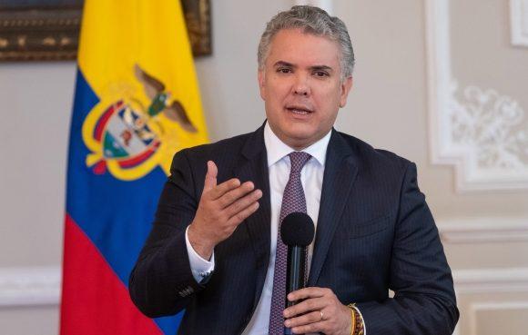 Tremendo viajado de los profesores colombianos a Iván Duque