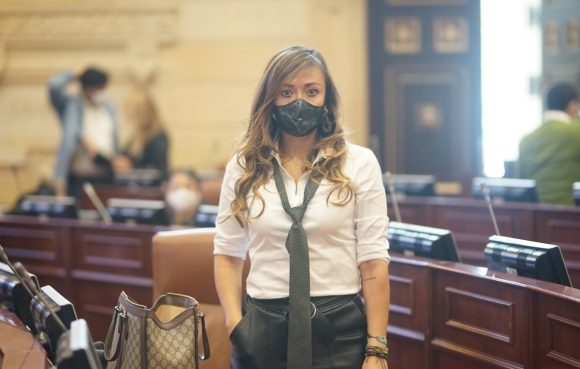 Comparan a congresista Katherine Miranda con Neymar