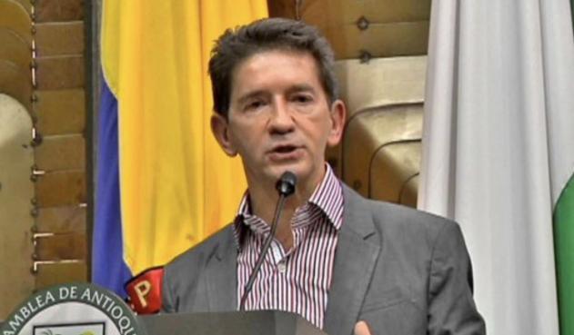De arrogante y soberbio no baja Luis Pérez a Ministro de Defensa