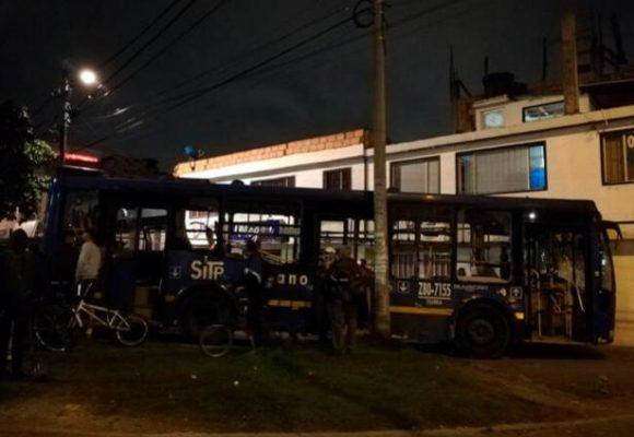 Vándalos se roban bus y matan a una señora en Bogotá