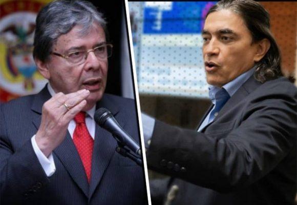 Gustavo Bolívar insinúa complicidad de Águilas Negras con Min Defensa