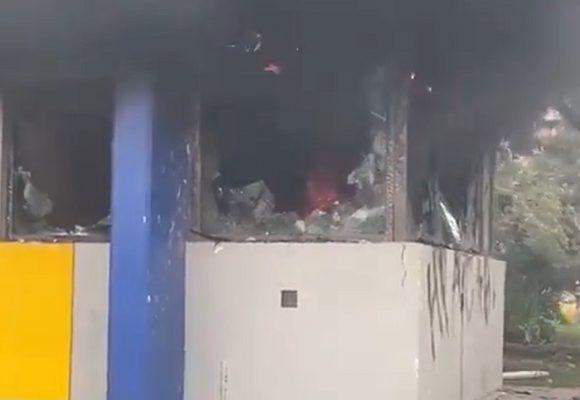 Arrancaron de nuevo las quemas de CAI en Bogotá