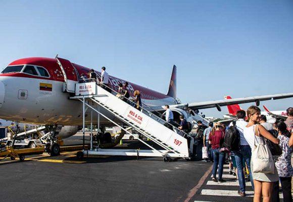 Viajar en avión y visitar iglesias los lugares más peligrosos en la reapertura