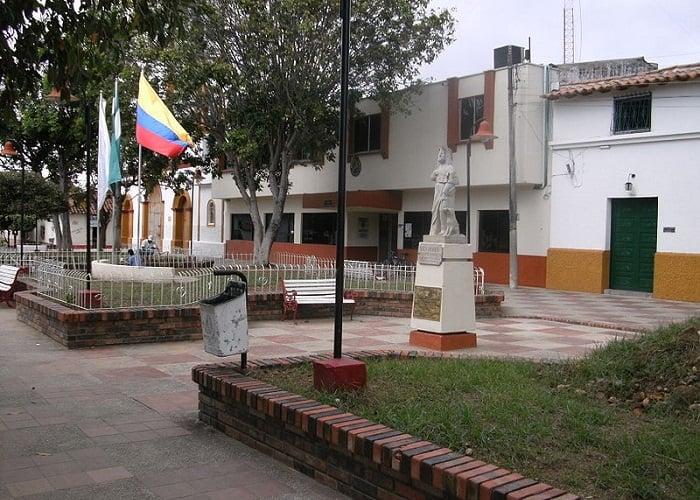 La remodelación de un parque por la que se tumbaron dos símbolos de paz