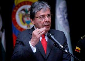 El ministro Holmes Trujillo, ahora opina y manda por Twitter