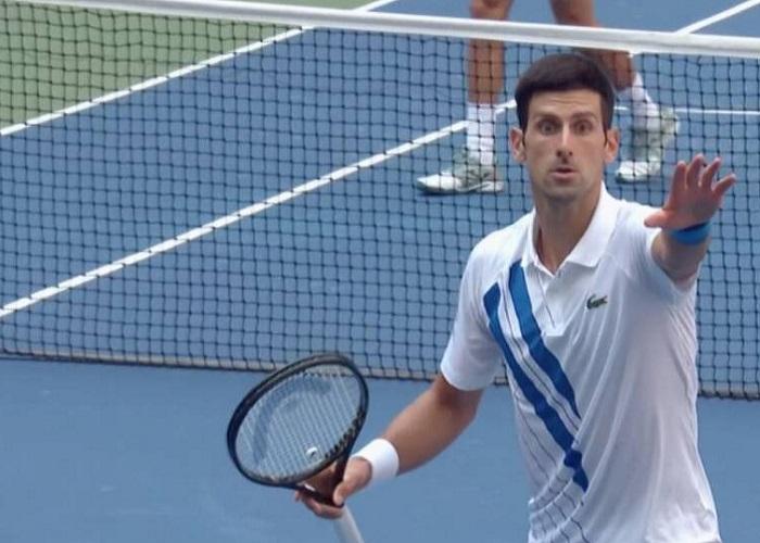 Descalificado Djokovic por pelotazo a un juez: quedó out del US Open