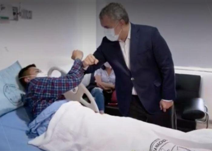 Duque no visita a hijos de Javier Ordóñez pero si a los tres policías heridos