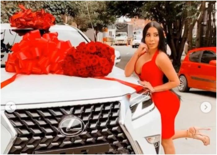 ¿De dónde sacó la plata? Marcela Reyes presume camioneta de 400 millones traída de Dubai