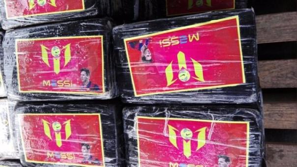 Paquetes de cocaína decomisados en Callao, Perú, con la imagen y el nombre de Lionel Messi (Fuente: Policía peruana)