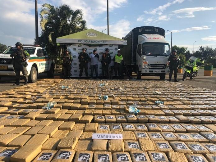 En 2019, se halló en el departamento de Cauca, Colombia, un gran número de paquetes de marihuana con el rostro de Pablo Escobar impreso. (Fuente: Policía de Cauca)