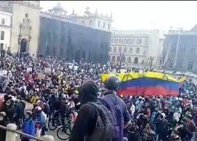 Plaza de Bolívar se llena contra la brutalidad policial