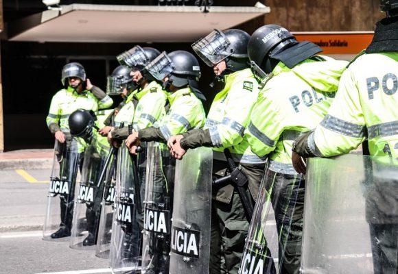 ¡Que alguien nos proteja de la policía!
