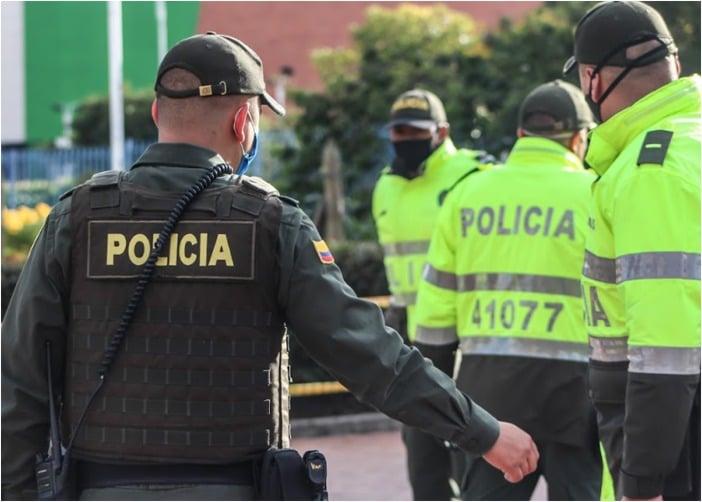 Policias casi matan a golpes de cacha de pistola a un joven en Bogotá