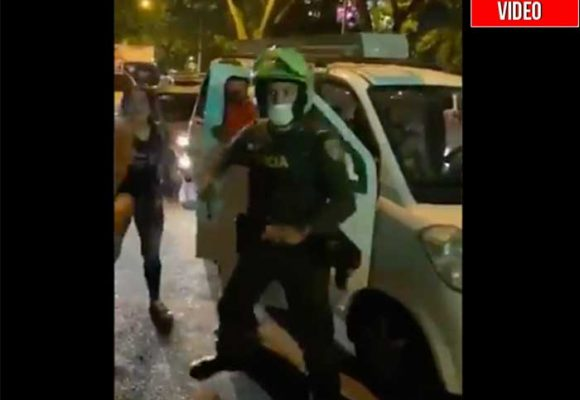 Policia dispara sobre la marcha de protesta por asesinato de Juliana Galindo