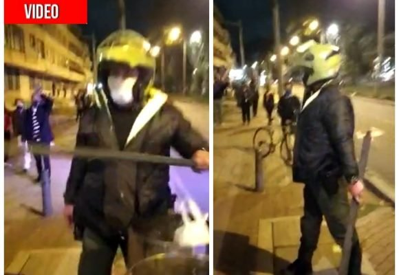 Policía golpea brutalmente con varilla a manifestantes