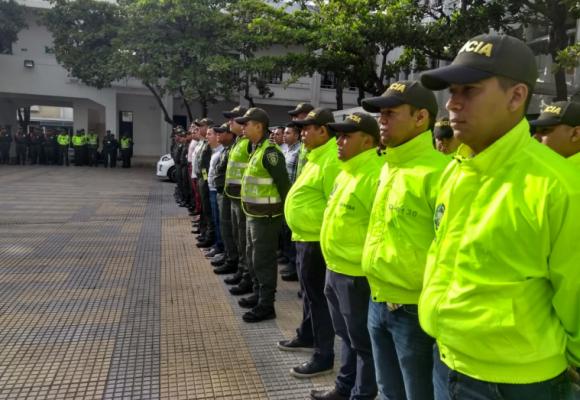 Gobierno se gastaría más de seis mil millones de pesos en gorras para la policía