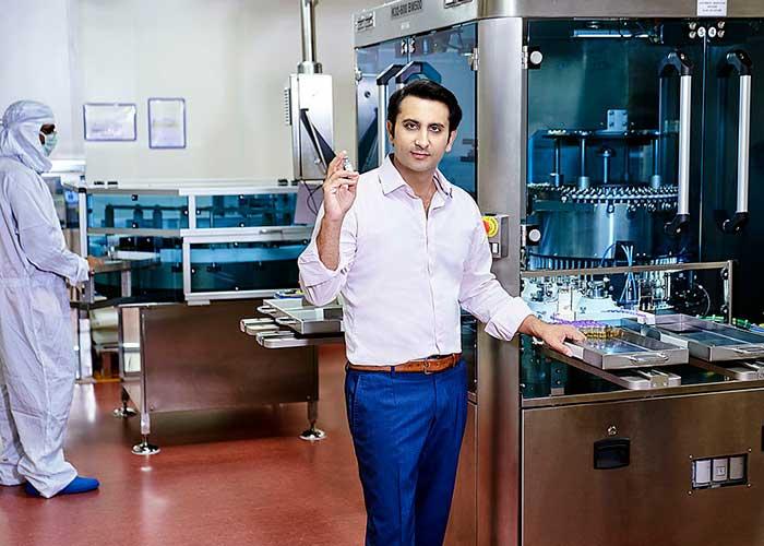 Un billonario indio, el mayor productor de vacunas del mundo