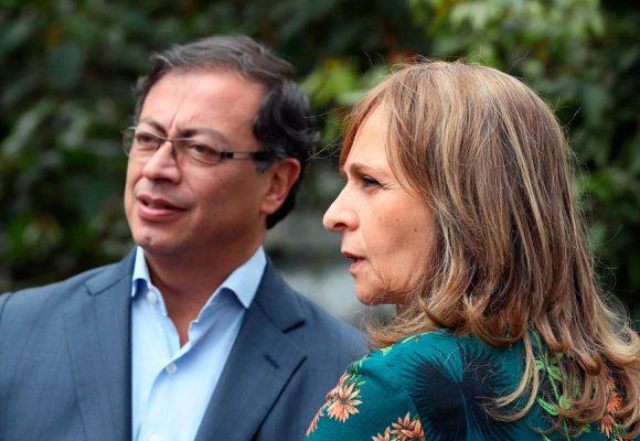 Sin pelos en la lengua Angela Maria Robledo se las cantó a Petro