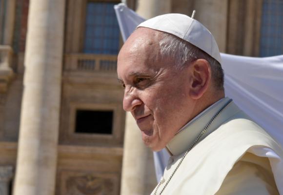 El papa Francisco le da la bendición a las parejas del mismo sexo