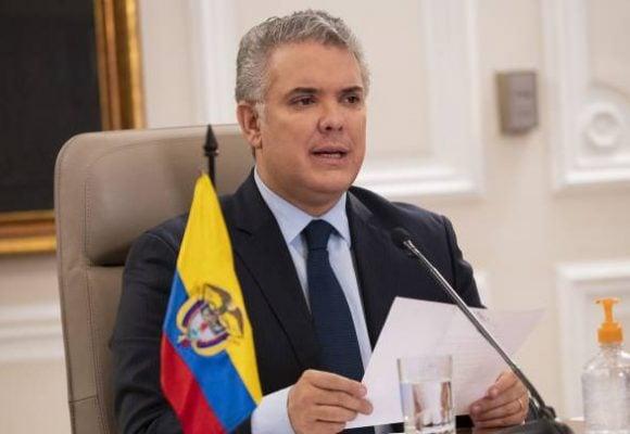 Peinada de periodista de Univision a Iván Duque