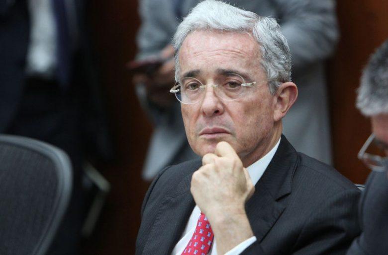 Contraataque de El País de España a Álvaro Uribe