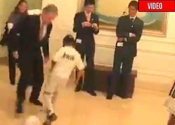 Uribe: un genio para la política, un troncazo para jugar al fútbol