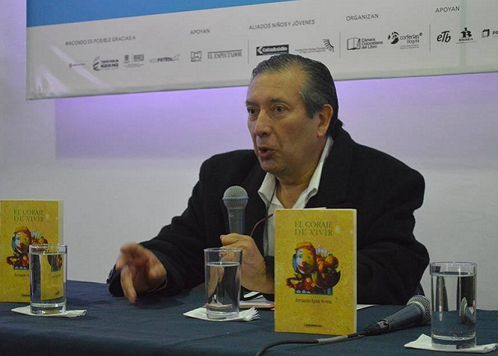 """He construido un mundo a punta de historias"": Fernando Ayala Poveda"