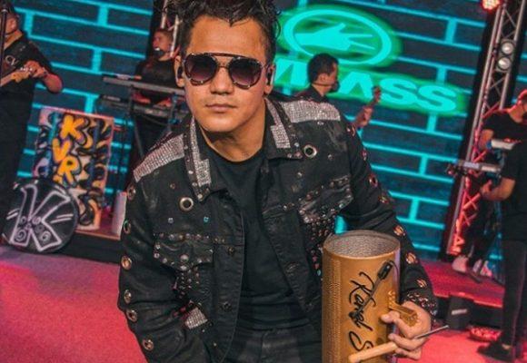 Kenel Swing, el loco cuerdo que revoluciona el vallenato
