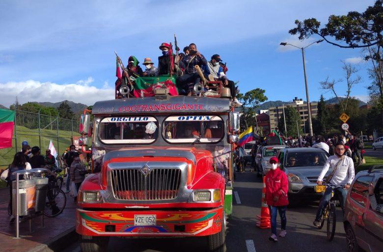 De narcos no los bajan: la guerra sucia uribista contra los indígenas