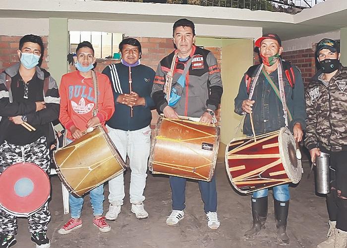 Con flautas y tambores, Puracé (Cauca) resistió a la guerra en el 2001