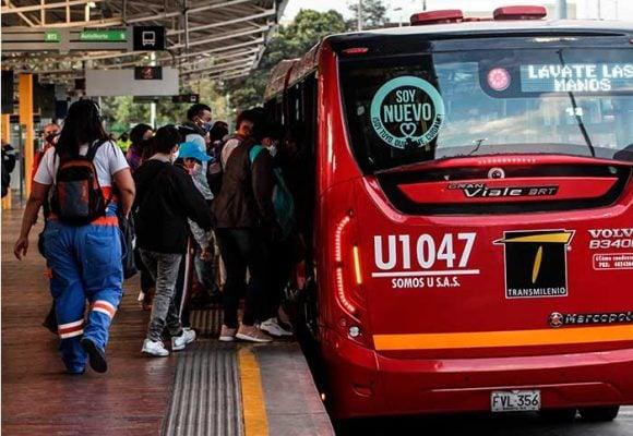 ¡Bogotá apocalíptica! Dos bandas se pelean por robar a pasajeros en Transmilenio