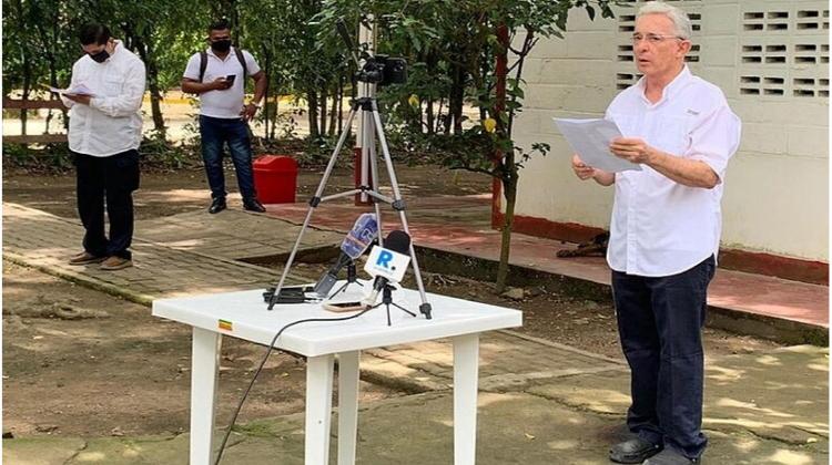 Uribe: ¡¡sin virus y con corona!!