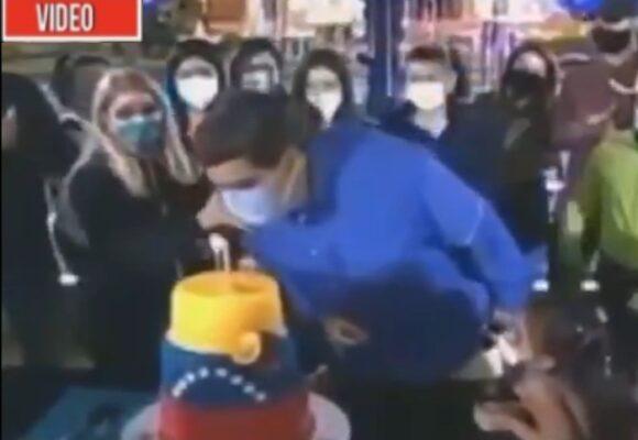Apagar las velas con tapabocas: la ultima burrada de Maduro en su cumpleaños
