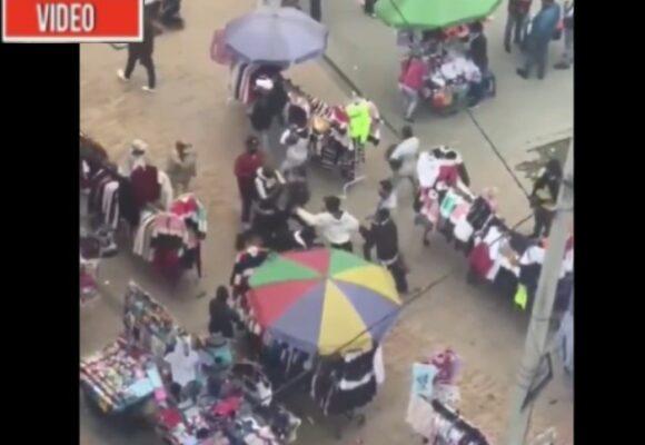 VIDEO: A plena luz del día ocho ladrones atracan a dos personas en San Victorino