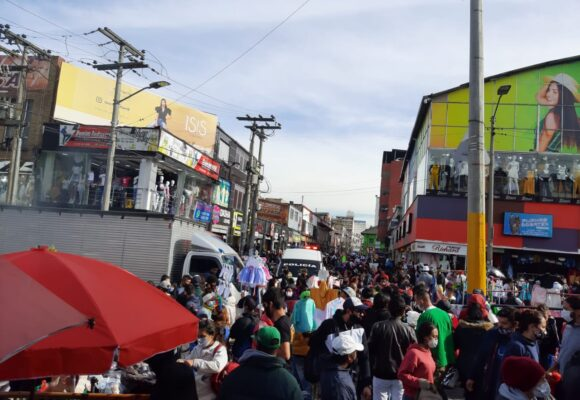 ¿Cual pandemia? caos en San Victorino en el Día Sin Iva