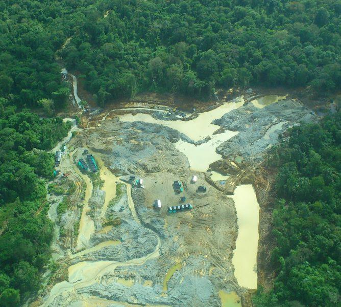 Explotación de oro de aluvión en el Chocó. Foto: Ministerio de Minas