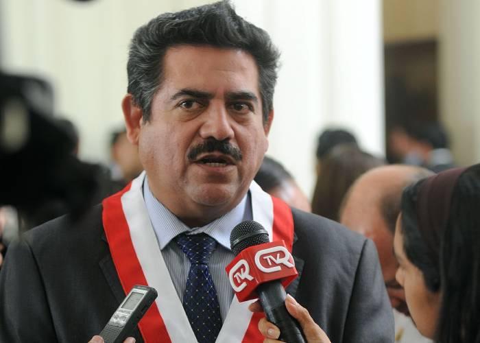 Tras cinco días en el poder, Merino renuncia a la presidencia del Perú