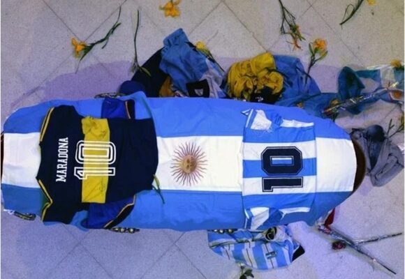 La extravagancia final de Maradona: ordenó ser embalsamado