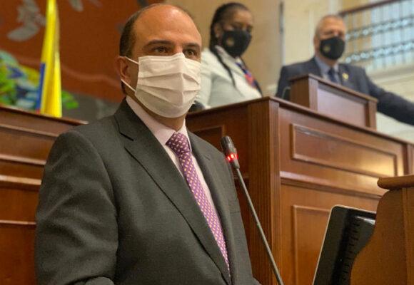 Empiezan los descaches del defensor Camargo con sus delegados
