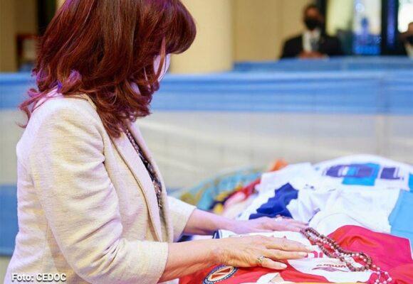 Kirchner, la madrina política de Maradona, llega al velorio