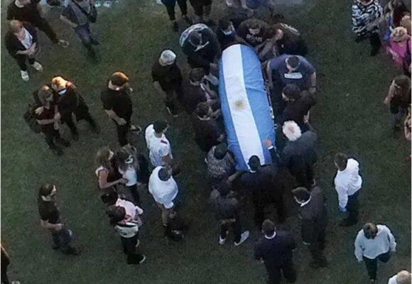Maradona fue enterrado en el cementerio Jardín Bella Vista