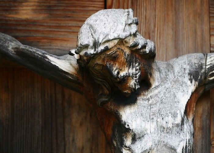 Juzgado le ordena al Valle retirar crucifijos y no hacer misas