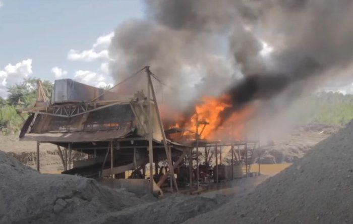 """Foto: Pantallazo especial """"La guerra contra la minería ilegal"""" de Semana"""