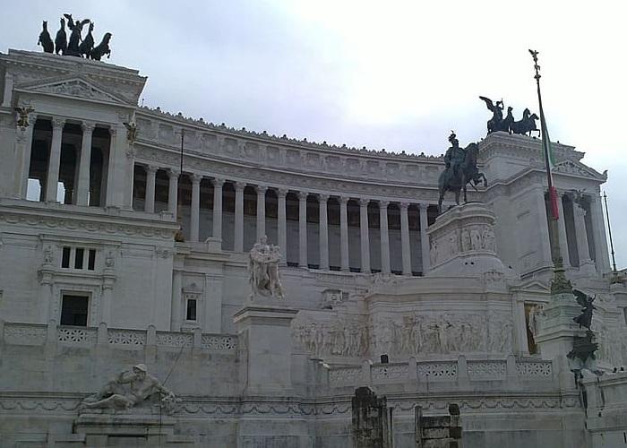 Reducción de congresistas en Italia, una revuelta pública contra la clase política