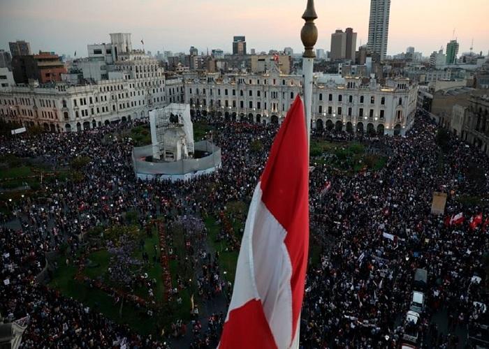 Tambalea el gobierno de Merino en Perú tras represión en protestas que dejaron tres muertos