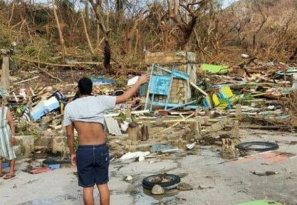 VIDEO Familia se esconde en el baño para sobrevivir del huracán Iota