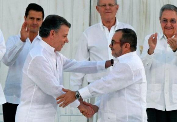 Santos se remanga para defender el acuerdo de paz que firmó
