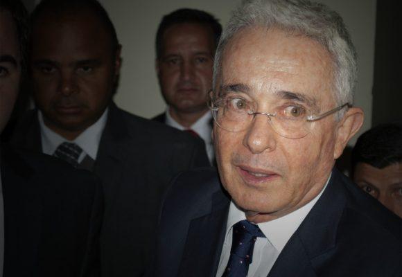 El paso del caso Uribe a la Fiscalía, no le facilita el camino