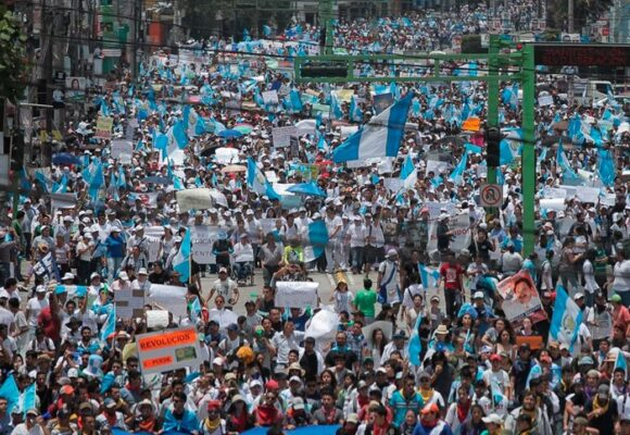 'La gente está cansada, no tiene qué comer': la cólera en las calles de Guatemala