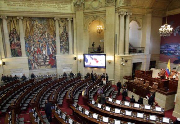 Congresistas colombianos, los segundos que más ganan en Latinoamérica